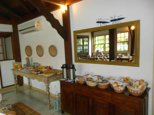 A restaurant or other place to eat at Pouso Frutos de Paraty
