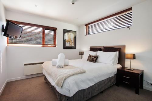 A bed or beds in a room at Elevation Apartments