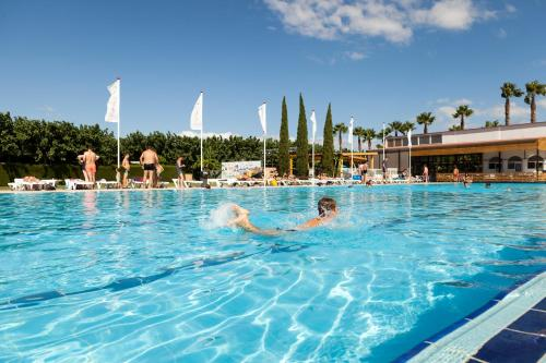 The swimming pool at or near Camping Platja Cambrils
