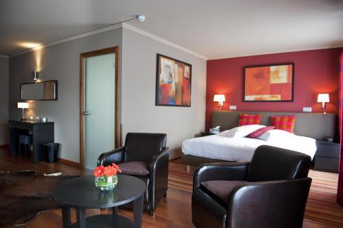 Een zitgedeelte bij Hotel Le Charme de la Semois