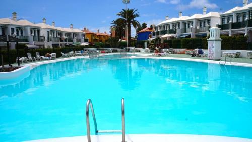 Der Swimmingpool an oder in der Nähe von Dunas Flor Maspalomas Apartments