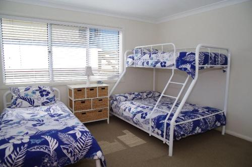 A bunk bed or bunk beds in a room at Beach Club 2, 5 Gowing Street