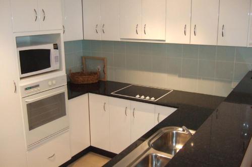 A kitchen or kitchenette at Harbourwatch 11 18 Burrawan Street