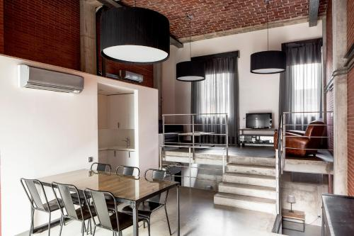 A kitchen or kitchenette at Barcelona Apartment Republica