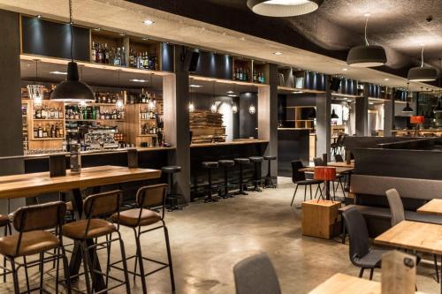 Restaurant ou autre lieu de restauration dans l'établissement Revier Mountain Lodge Lenzerheide