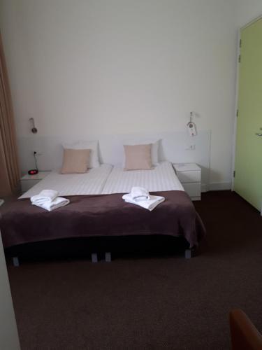 Een bed of bedden in een kamer bij Hotel The Ark