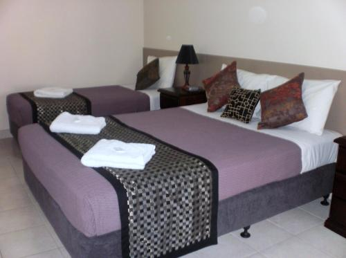 A bed or beds in a room at Molika Springs Motel