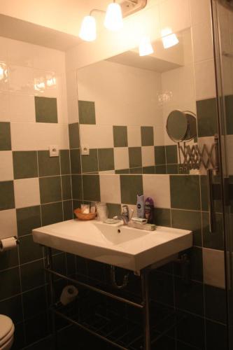 A bathroom at Hotel CITY **** Galanta