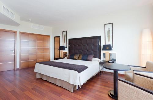 A bed or beds in a room at Senator Banus Spa Hotel