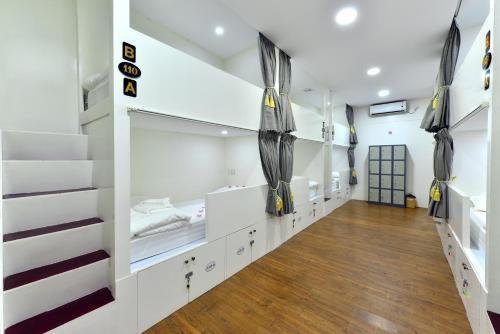 Una cocina o zona de cocina en Backpacker Hostel
