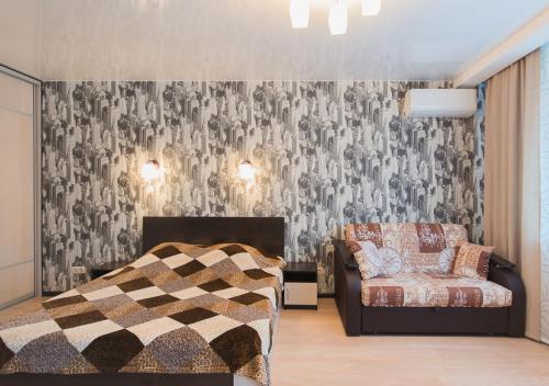 Кровать или кровати в номере Apartment on Zvezdinka 5