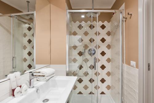 A bathroom at Reginella Suites
