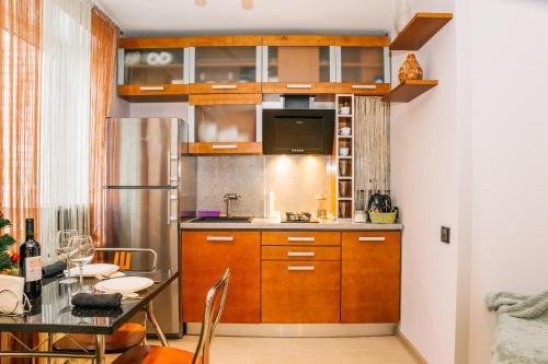 Кухня или мини-кухня в Апартаментос на Маяковке