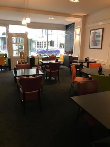 Restaurant ou autre lieu de restauration dans l'établissement Hotel Honfleur