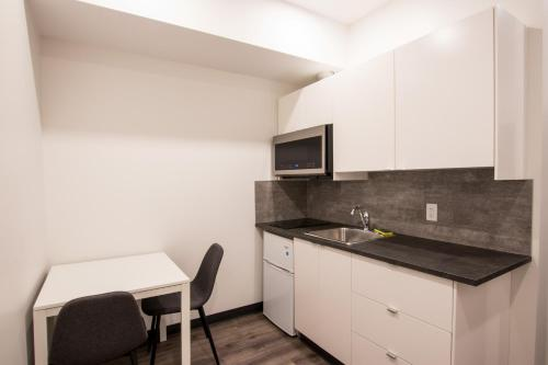 A kitchen or kitchenette at The Burfield