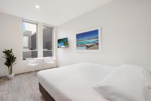 A bed or beds in a room at Bondi Beach Studio Suite 3