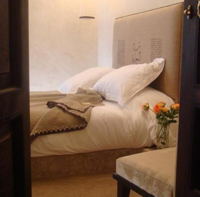 A bed or beds in a room at Riad Dar Selen