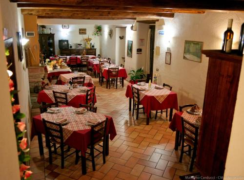 A restaurant or other place to eat at Agriturismo San Vito