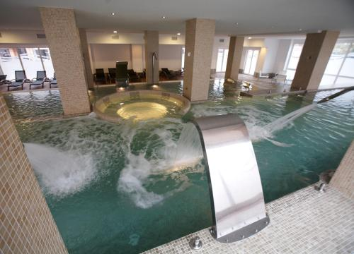 The swimming pool at or near Hotel-Spa Bienestar Moaña