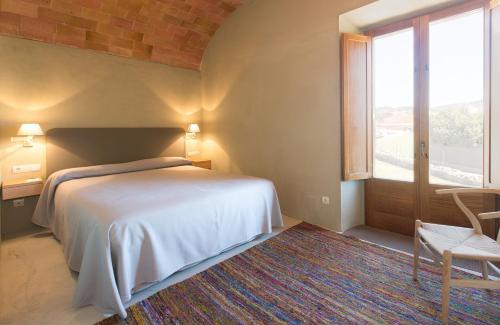 Cama o camas de una habitación en Apartamentos en la Rectoria de Regencós