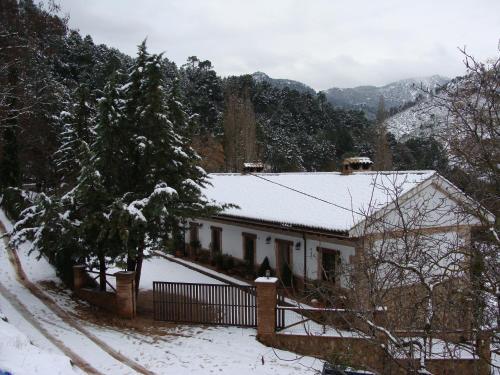 Alojamientos Rurales Navahondona during the winter