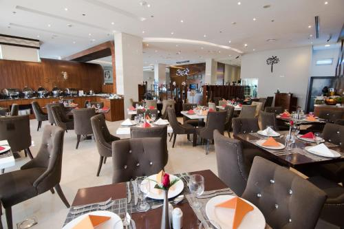 A restaurant or other place to eat at Signature Hotel Al Barsha