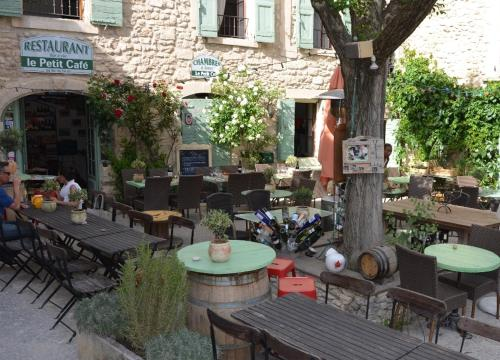 A restaurant or other place to eat at Le Petit Cafe