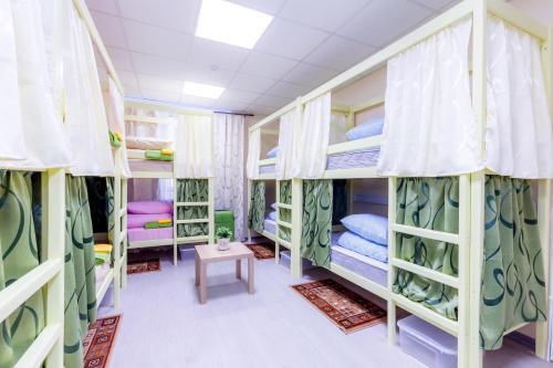 """Двухъярусная кровать или двухъярусные кровати в номере Хостел """"Казанский"""""""