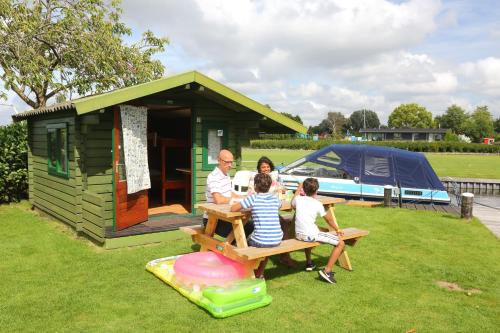 A family staying at Camping Recreatiepark Aalsmeer