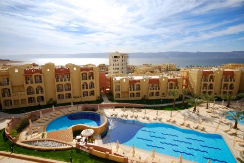 Вид на бассейн в Marina Plaza Tala Bay или окрестностях