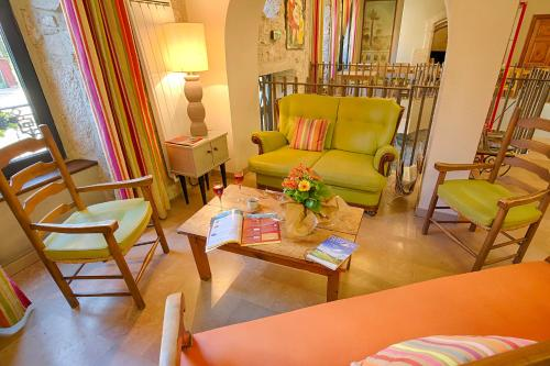 A seating area at Auberge du Moulin