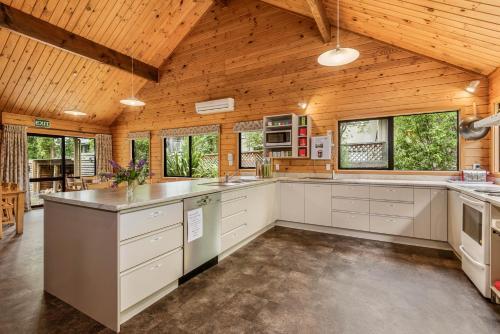 Una cocina o zona de cocina en Altamont Lodge