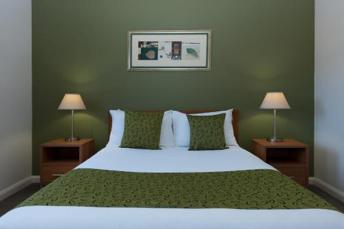 A bed or beds in a room at Leisure Inn Spires