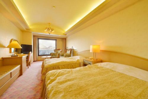 A bed or beds in a room at Toya Sun Palace Resort & Spa