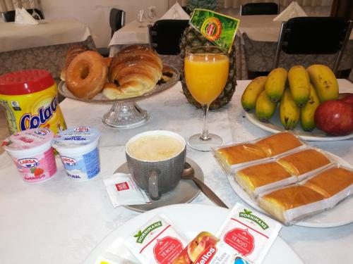 Breakfast options available to guests at Hotel Conde