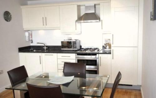 A kitchen or kitchenette at Cotels@The Theatre District