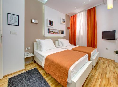 A bed or beds in a room at Hotel Boutique 36