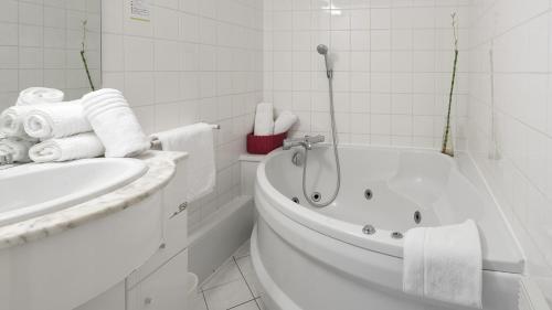 Salle de bains dans l'établissement Hôtel Eden