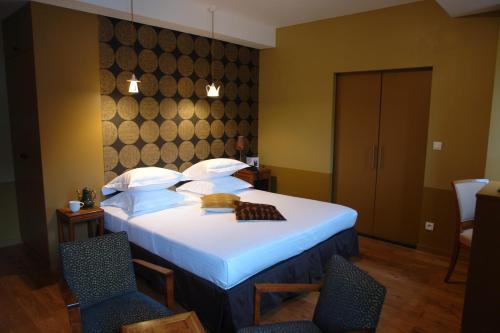 Un ou plusieurs lits dans un hébergement de l'établissement Hôtel Lecoq Gadby, The Originals Relais
