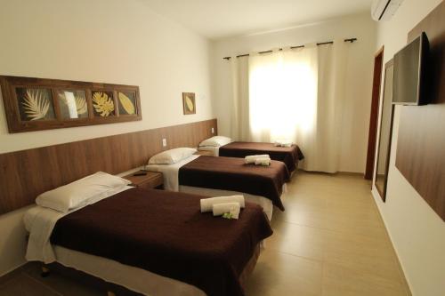 Cama ou camas em um quarto em Hotel La Ponsa Itatiaia