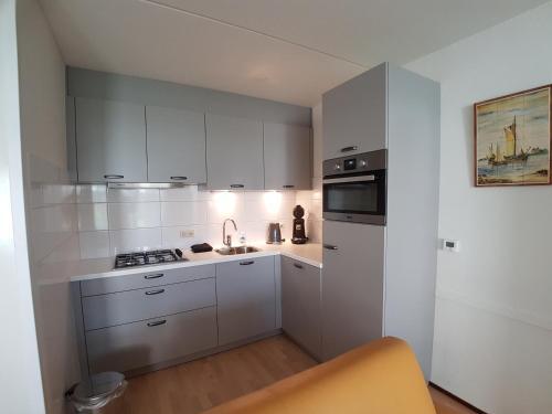 Küche/Küchenzeile in der Unterkunft BRANDING Bed by the Sea