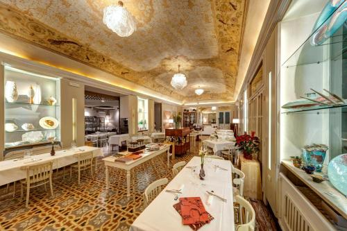 A restaurant or other place to eat at Hotel Vittoria