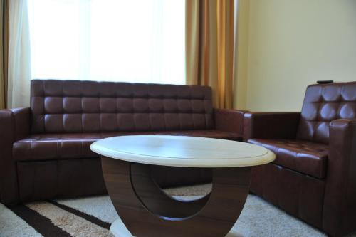 A seating area at Andinna Hotel