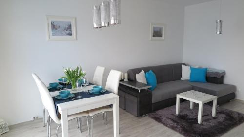 A seating area at BTS Apartaments - Apartamenty Blisko Morza