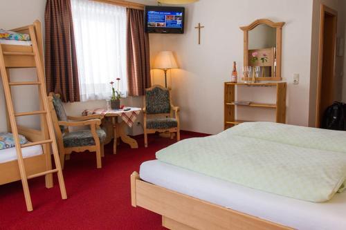 Ein Bett oder Betten in einem Zimmer der Unterkunft Landhaus St. Georg