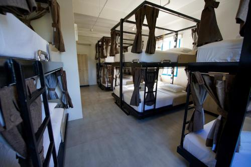 A bunk bed or bunk beds in a room at Hop Hostel