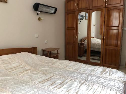 A bed or beds in a room at Apt ECE PAMPOROVO