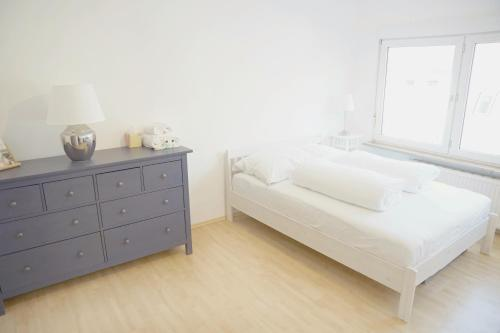 A bed or beds in a room at F10 APARTMENT Ulm