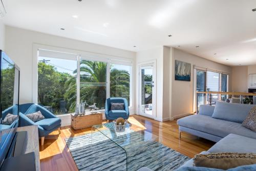 A seating area at Front Beach House