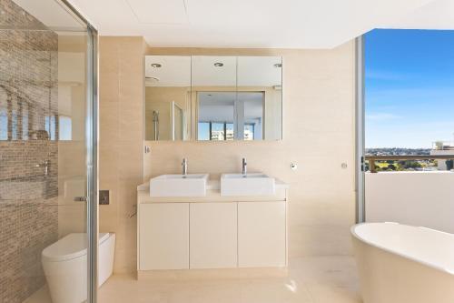A bathroom at Luxury Ocean Penthouse